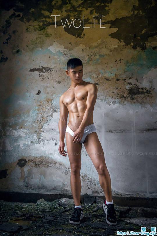 颜值和身材都很完美的肌肉帅哥