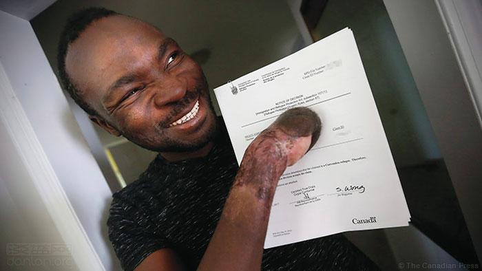 加拿大:冻失十指的双性恋偷渡者获难民身份