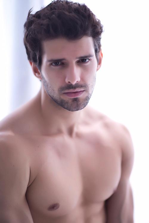 意大利男模尽展魅力身材