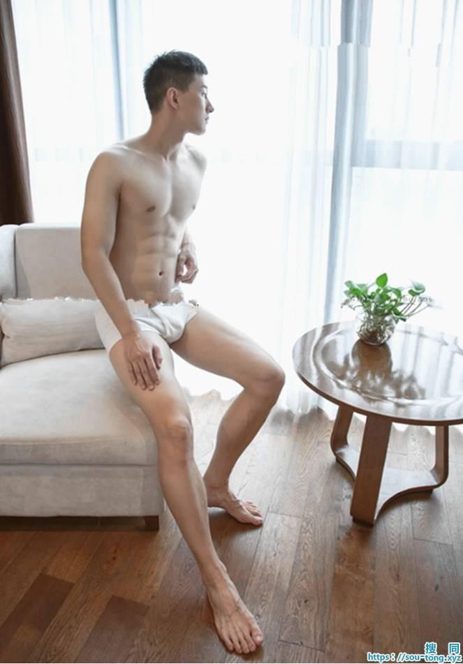 腹肌很突出很诱惑的帅哥