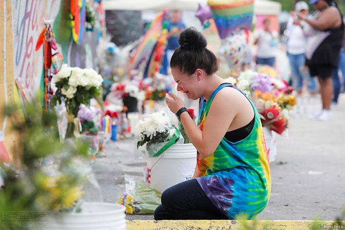 奥兰多枪击案一周年 民众追思遇难者