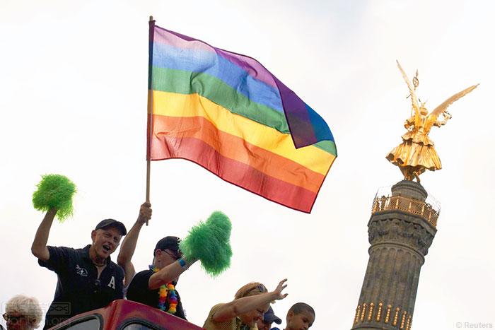 德国联邦议院通过法案,撤销反同性恋的罪名