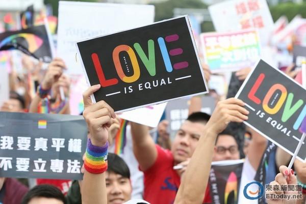 """台湾同性婚姻专法曝光:双方书面约定""""谁夫谁妻"""""""