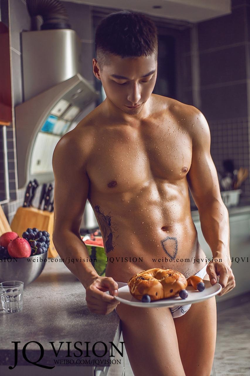 肌肉壮男厨房秀色