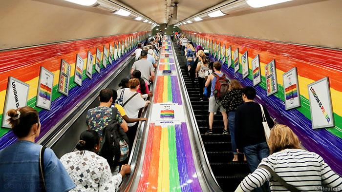 """伦敦地铁推行""""无性别""""问候语"""