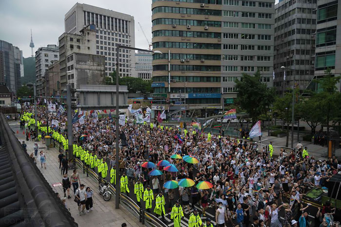 韩国首尔逾万人庆祝酷儿文化节