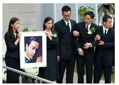 哥哥死亡之谜,首度将同性之爱公布于众,张国荣和唐先生真爱无悔