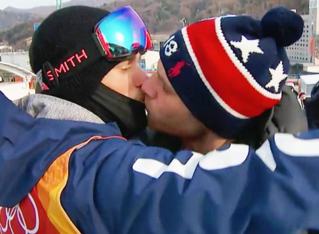 冬奥滑雪选手发文怒怼恐同症 晒平昌同性恋人亲吻照