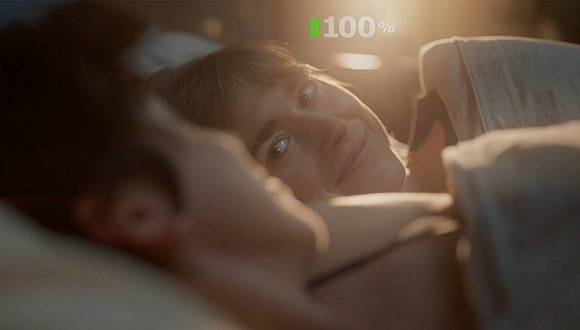 2个同性妈妈加上婴儿也能诗意睡眠?宜家的广告说可以