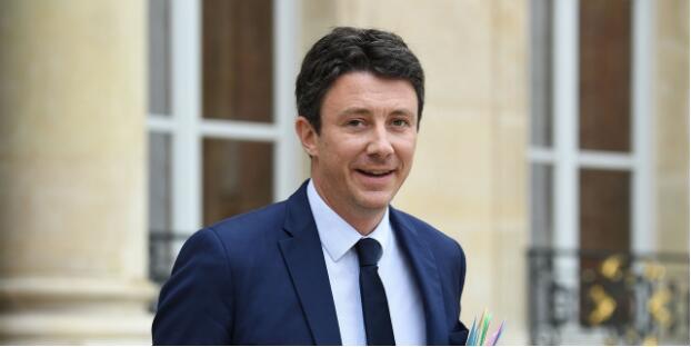 法国政府发言人:将开启女同性恋人工生殖合法化辩论