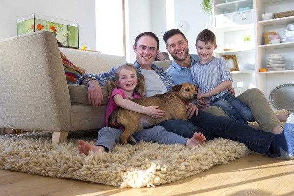 同性父母的孩子和其他孩子一样幸福