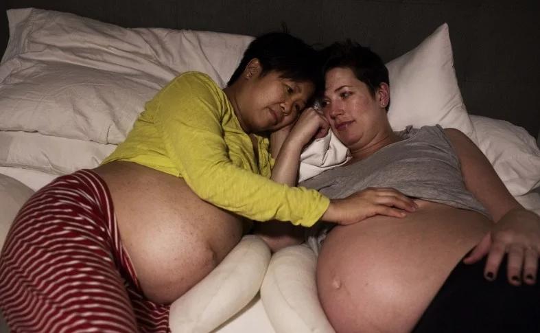 这对女同性恋结婚几乎同时怀孕生子,过上了幸福的日子!