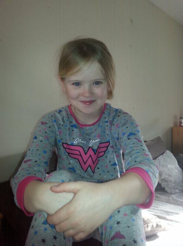 英国父亲因嫉妒前妻找到同性恋爱人,残忍捅死自己8岁女儿
