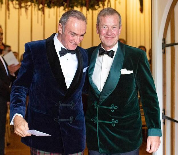英王室首场同性婚礼:女王堂弟出嫁 前妻陪他走红毯