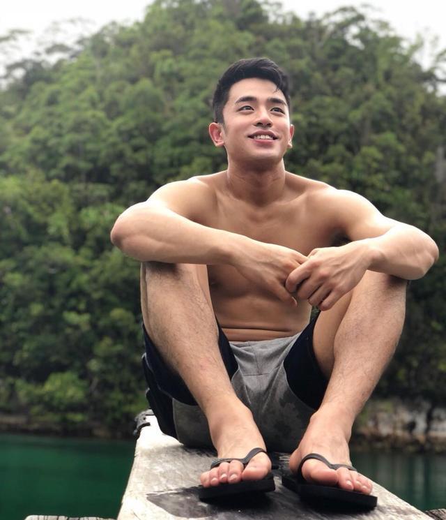 菲律宾华裔鲜肉David Licauco,95年的男孩,六块腹肌