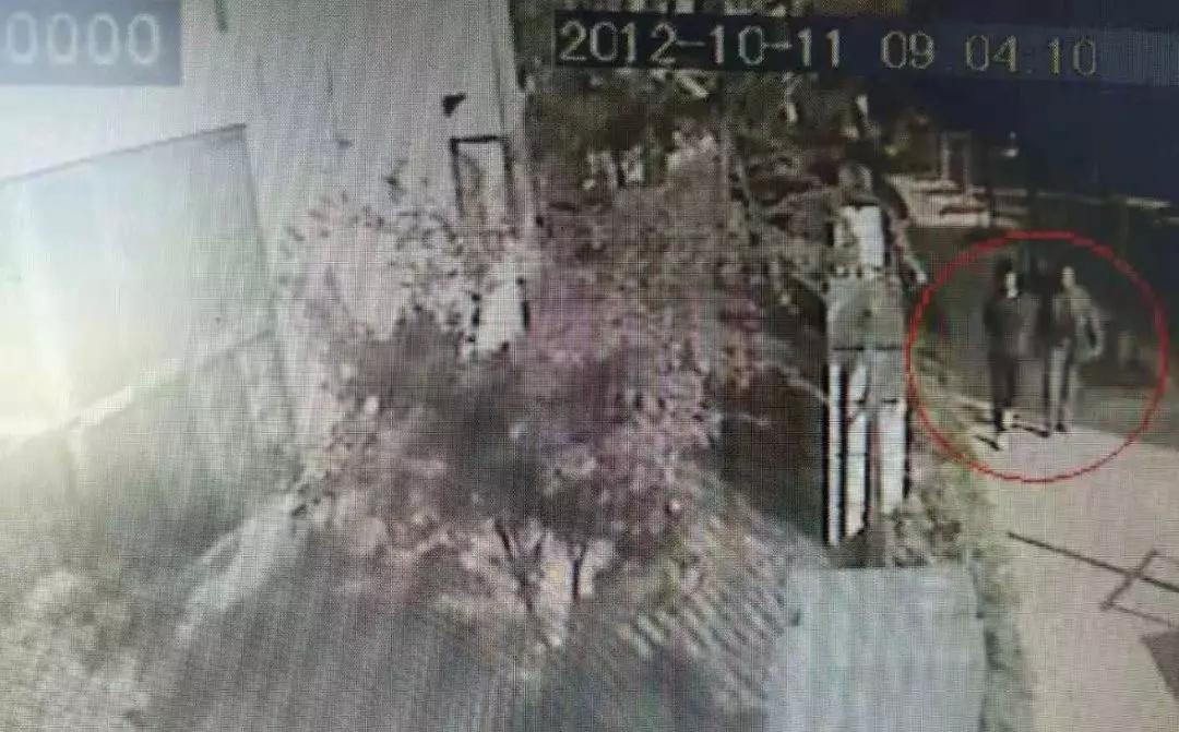 男子在深山被同性强扒衣服 反抗成功后将其砸死!