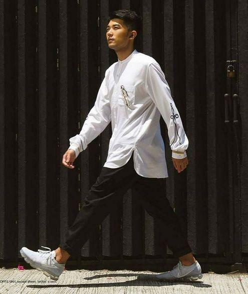 香港多才多艺男生下海做艺人,一脸胡渣准备逆袭上位?