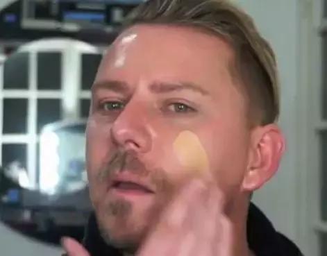 男士化妆新手,如何简单的化一个淡妆?